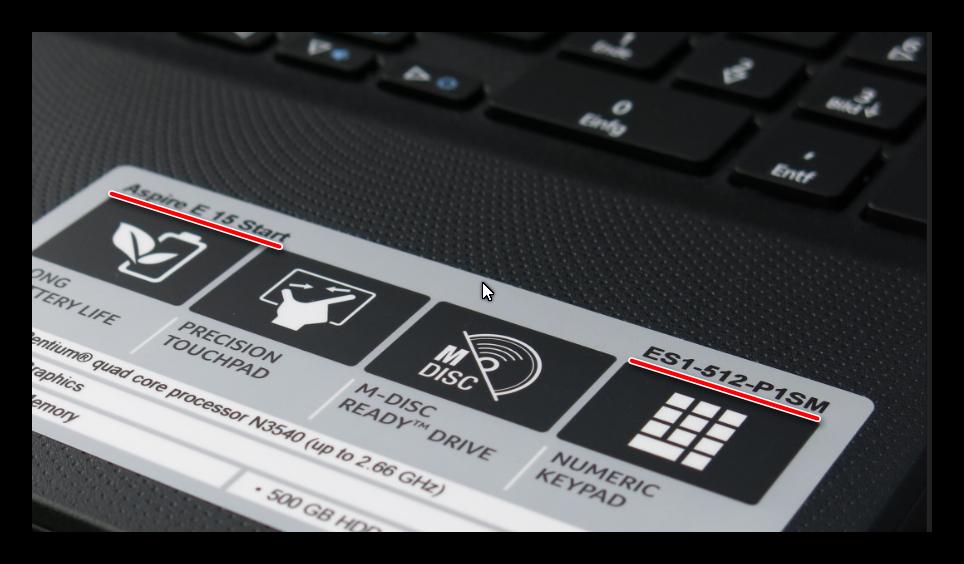 Вариант расположения наклейки с информацией о модели ноутбука Acer на его корпусе