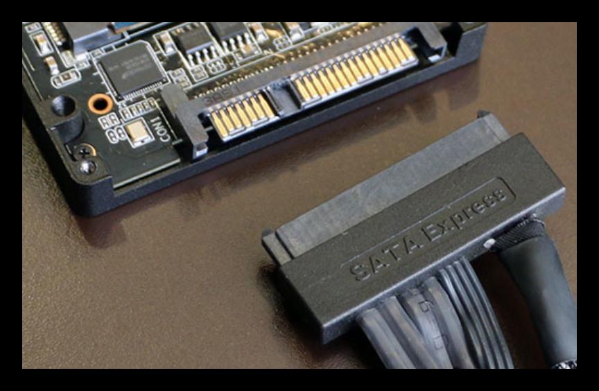 Жесткий диск с интерфейсом SATA Express вместе с комплектным кабелем